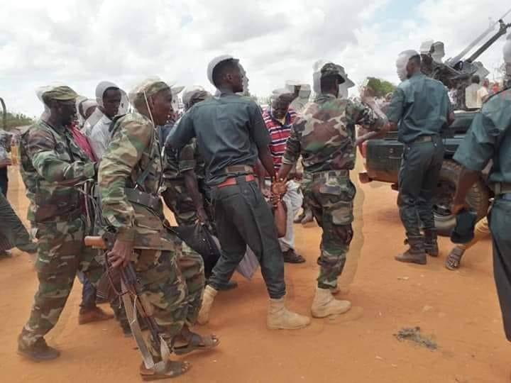 اعتقال انتحاري قبل تفجير نفسه في مدينة غري عيل(صور)   الصومال الجديد